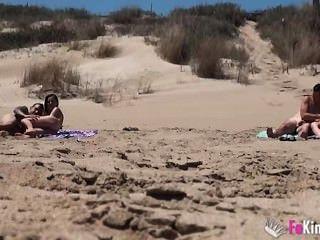 ainara follando en la playa.