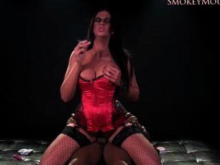 엠마 엉덩이 담배 피우고 전체 비디오