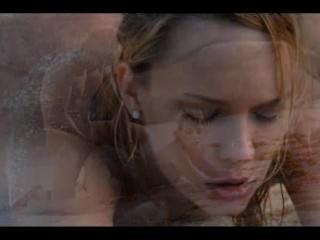 해변에서의 멋진 커플의 극단적 인 예술 섹스
