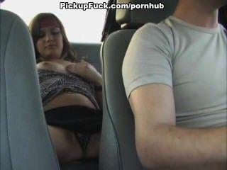 소녀는 택시로 수음을한다.