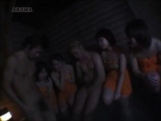 jap girls는 흰색과 아시아 거시기를 비교합니다.
