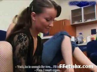 소녀를위한 놀라운 발가락 주물 섹스