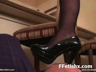 재미있는 발 페티쉬 하드 코어 긴 다리를 좋아해요.