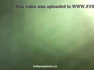 인도 스캔들에서 그녀의 애인이 망친 데다 수줍은 인도 소녀 누드