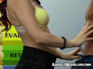교사가 나간 동안 성관계