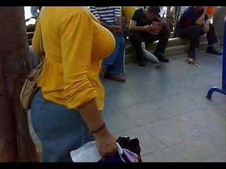 아랍 거리의 도촬 큰 엉덩이 솔직한 엿보기 성숙한 엉덩이