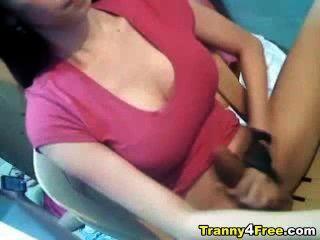 큰 가슴 tranny 그녀의 큰 하드 수탉을 경련