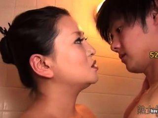 그녀의 아들이 처녀 시체를 깰 수있는 아픈 단계 어머니 kitajima 링