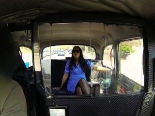 그녀의 유니폼에 간호사 가짜 택시에 좆