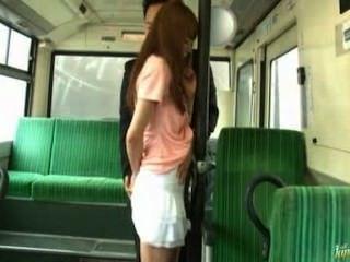 아시아 소녀 기차에서 씨발 가져옵니다.
