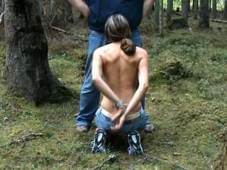 줄리엣은 숲속에서 자전거 타는듯한 입속 사로 잡혔다.