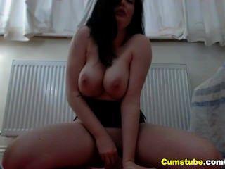 busty 프랑스 베이비 장난감 그녀의 엉덩이와 엉덩이