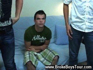 뜨거운 동성애 장면 나는 holden에게 좌석을 가져달라고 말했고 나는 그의 친구 jay를 가질 것입니다.