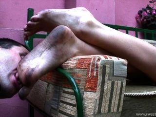도시에서 더러운 발을 더럽 히다.