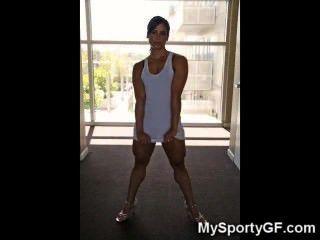진짜 뜨거운 근육이 많은 짐 소녀!