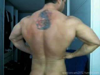 근육 덩어리가 캠에서 두 번이나 cums.