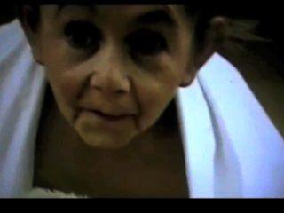 hermaphrodite 할머니 satyriasiss에 의해 비뚤어진 작은 꼬마