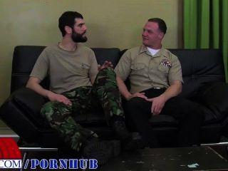 개인 안토니오와 해군 대원 로간