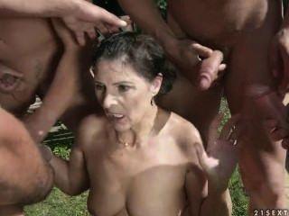 더러운 할머니 마고 # 1을위한 황금 샤워