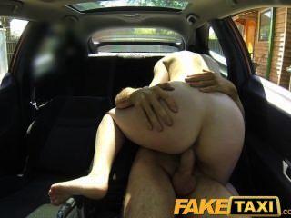 faketaxi 호색한 여자는 씨발 좋은 돈을 지불