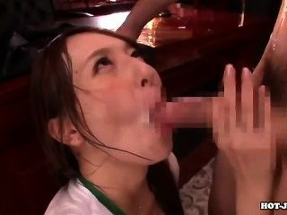japanese girls는 매력적인 여동생을 호텔에서 공격했습니다.