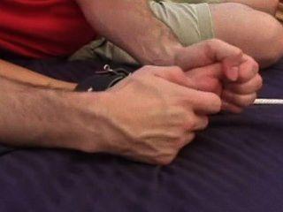 골치 아픈 모란 침대 간질 고문 m / f, 뜨거운 토플리스 갈색 머리!