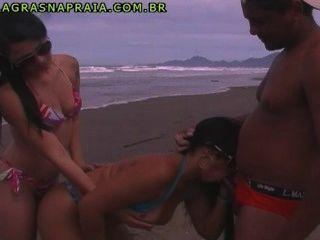 mulher adorando chupar o cacete do 카라 euuma lésbica chata enchendo o saco