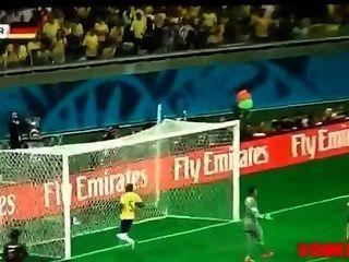 브라질 암캐는 사내 독일 남자에 의해 엿 본다.