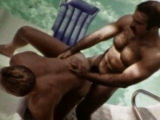 살찐 빈티지 게이 사나이 아이콘 bruno는 수영장에서 조쉬 kincaid 야외 섹스