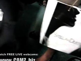 버스 웹캠의 여성 근육 다리