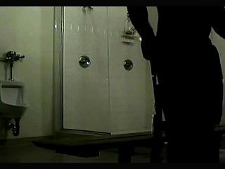 샤워에 고전적인 숨겨진 캠 난