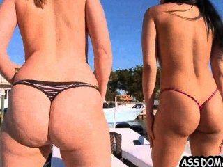 엉덩이를 때리는 101 브리 엘라 바운스와 아벨라 앤더슨 .2