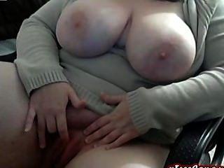 매력적인 bbw 웹캠에 큰 가슴 소녀가 문지른다