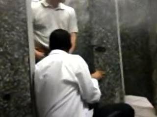 Sao Paulo에있는 기차역에서 화장실 놀이