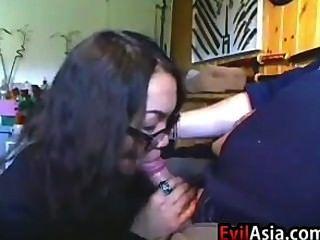 입으로주는 거친 아시아 소녀