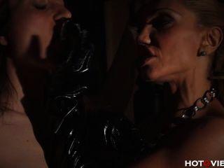 그녀의 노예와 빌어 먹을 가죽의 마마와 손가락