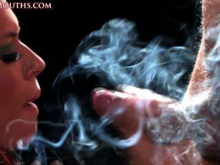 담배를 피우다