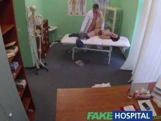 가짜 병원 의사가 양성애자 환자와 깊은 공을 잡는 동안 남자 친구