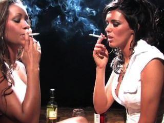 나는 여자가 담배 피우는 것을보고 싶다.