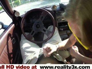 진짜 spycam 섹스 금발 bimbo는 자신을 판매하는 자동차를 판매하려고 pawn3x.com
