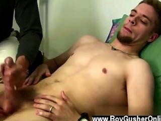 뜨거운 게이 숀은 촬영에서 작은 휴식을 취한 포르노 스타입니다