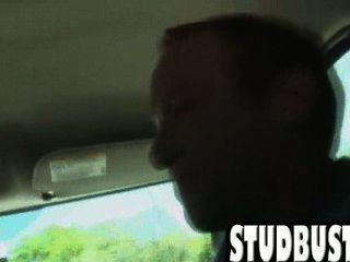 아마추어 스터드는 거위에 의해 밴에 엉덩이를 가져옵니다.