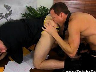 섹시한 게이 섹스는 모두 점심 식사를하는 동안, 던컨과 제이슨은 즐겁습니다.