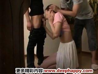 두 명의 화끈한 일본 친구들 뜨거운 엄마를 지껄임 japan adult.com/pornh