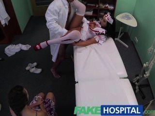 가짜 병원 환자 공유 할로윈 좀비 간호사와 의사 수탉