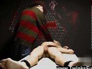 이상한 꿈의 비디오 트윙크 ashton cody는 끈으로 묶여 있고