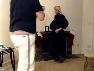 craigslist에서 거대한 가슴의 금발의 하녀가 빨리 현금이 필요합니다!