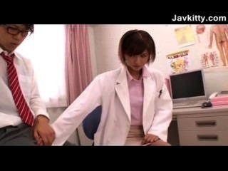 젊은 일본 여성 의사