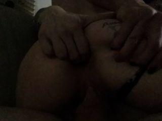 내 아내가 엉덩이에 그녀의 손가락을 동안 내 거시기를 타고