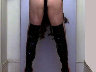 새로운 부츠와 뜨거운 엉덩이를 과시하는 jessica cd adelaide